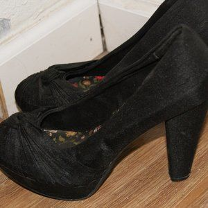 4/$20**Classy Black Heels